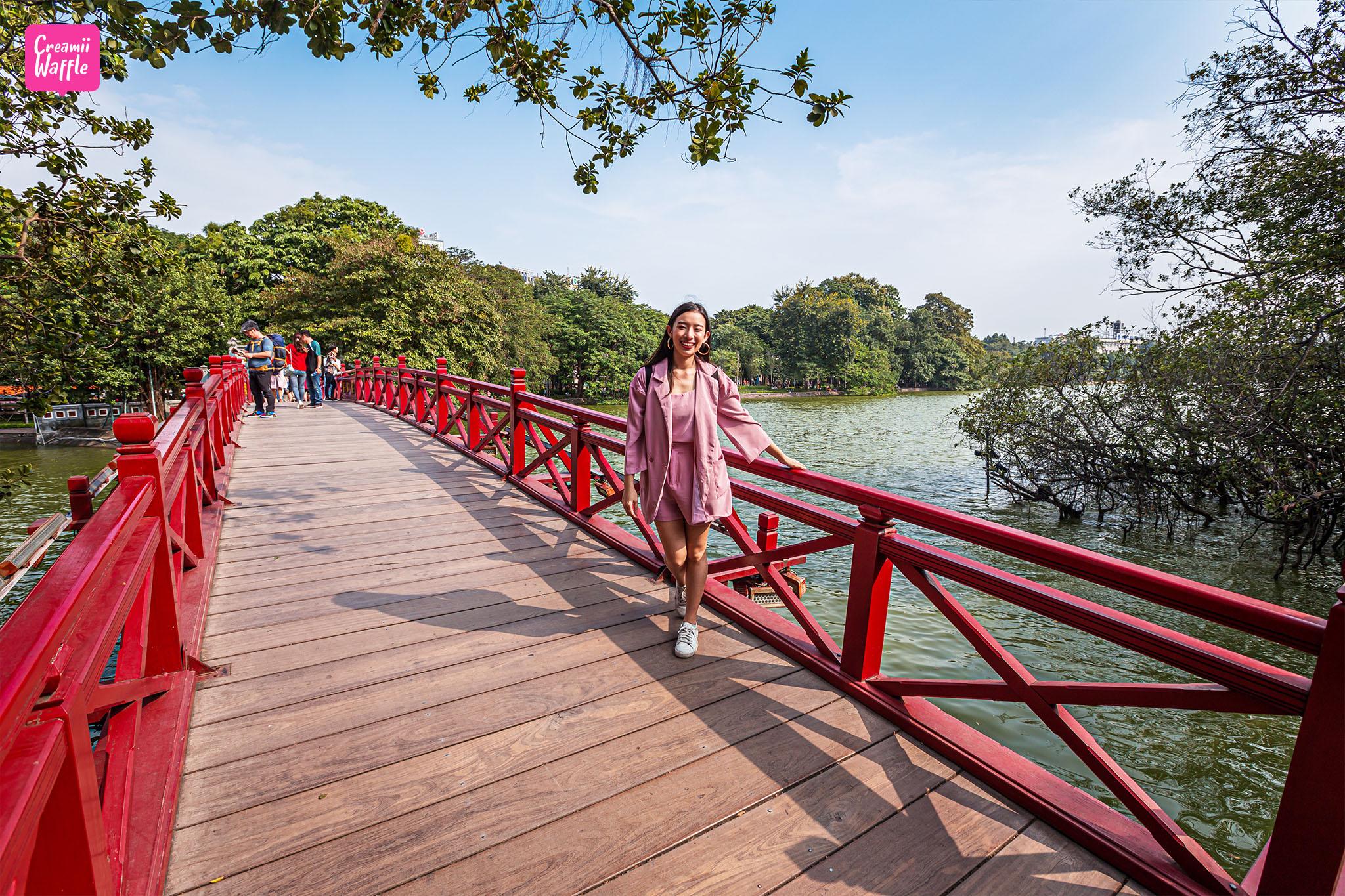 Cầu Thê Húc (สะพานเทฮุก)