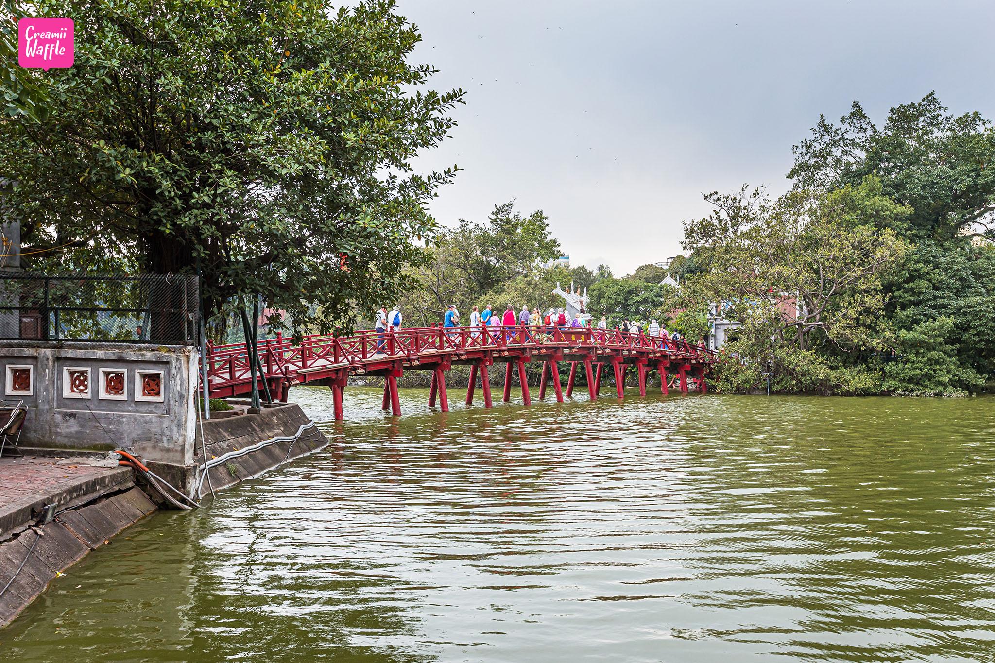 Hồ Hoàn Kiếm (ทะเลสาบฮว่านเกี๋ยม)
