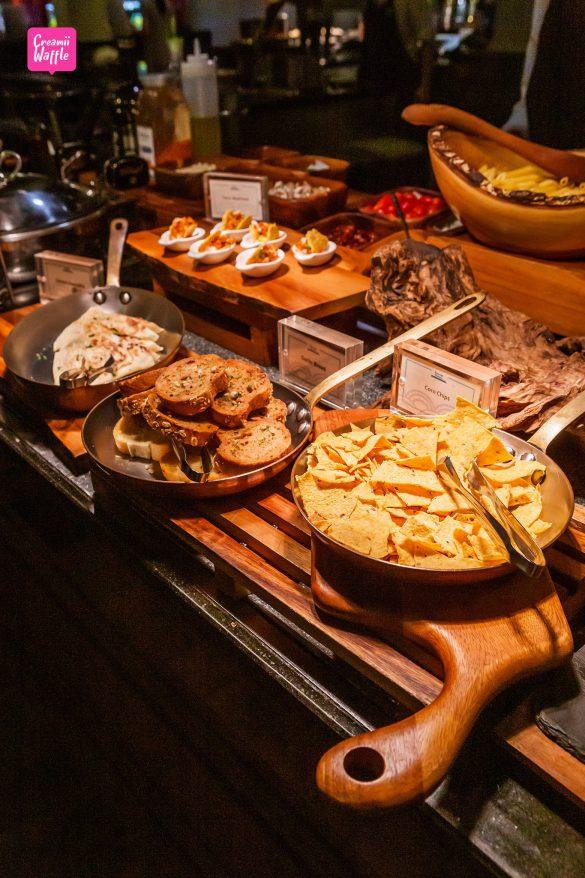 Dinner Buffet at Riverside Terrace Anantara