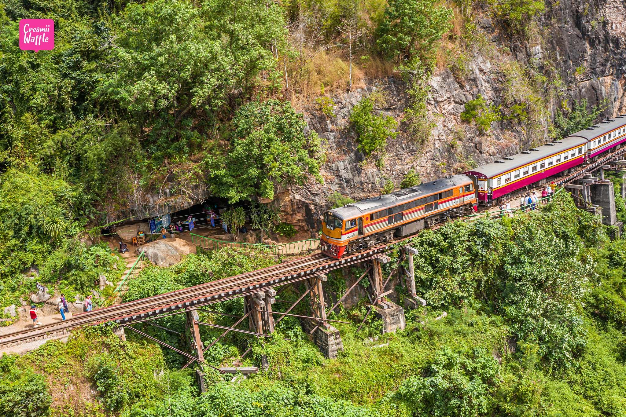 ถ้ำกระแซ เดินเที่ยวตามรางรถไฟ