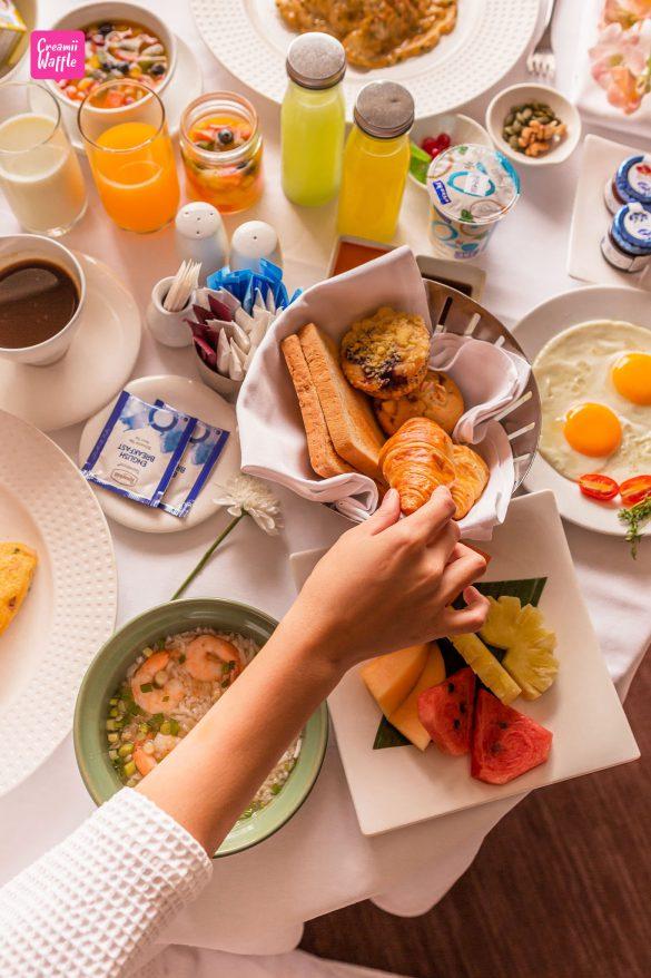 crowne plaza Bangkok คราวน์ พลาซ่า Breakfast in bed