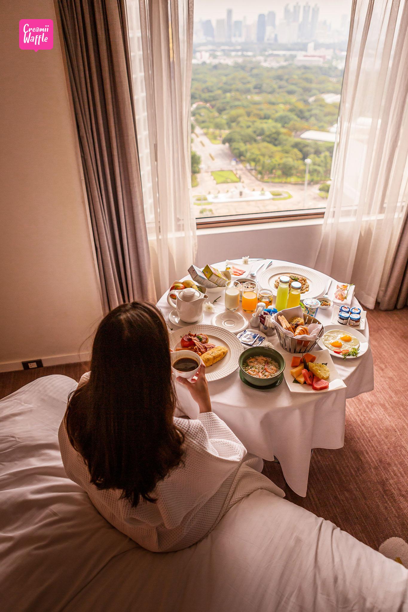 crowne plaza Bangkok Breakfast in bed