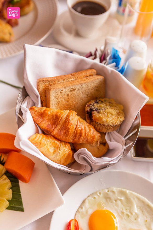 crowneplaza Bangkok Lumpini Park Breakfast in bed